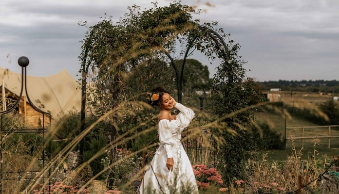 Bisecting Pergola Image - Elizabeth Jayne Photos Weddings/Natalie Solanke Weddings - Jimmys Farm