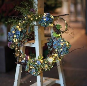 Wreaths & Faux Flowers