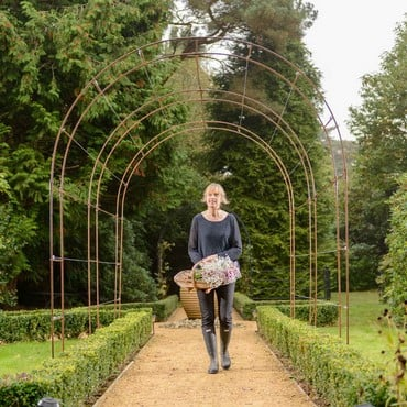 Harrod Linked Vintage Wire Arches - Rust