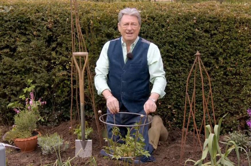 Spring into Summer - Alan Titchmarsh