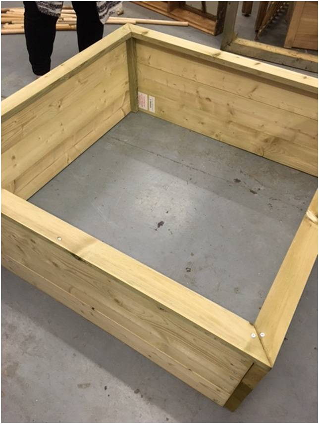 Standard Raised Bed Assembly 1