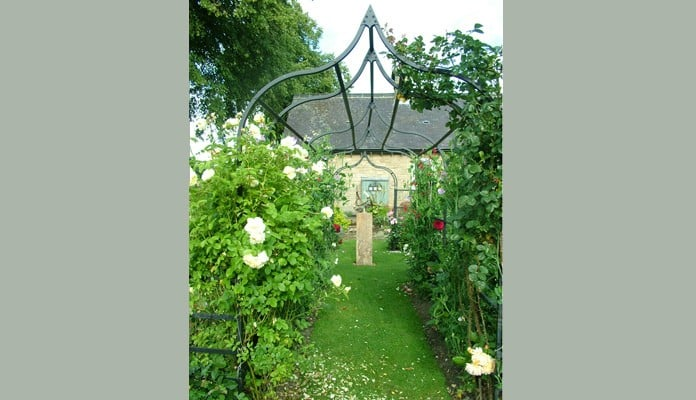 Ogee Arches, Curved Fence and Pergola 4