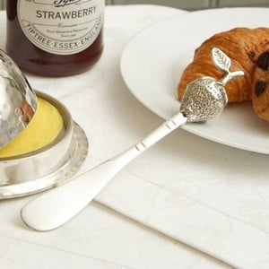 The Butter Knife Is Made From Stainless Steel And Is A Delight To Use With An Ornate Strawberry On The Handle. Measures 16cm Long And Is Supplied In A