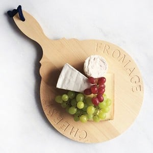Created From High Quality, Beautiful Beech Wood Our Circular Paddle Cheese Board Is A Stylish Way To Serve Your Favourite Cheeses At The Dinner Table.