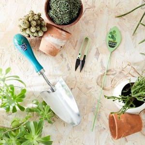 A Traditionally Crafted Garden Trowel With Fsc Beech Wood Handle, Handy Sized Colourful Snips And A Metal House Plant Label Completes This Beautiful G