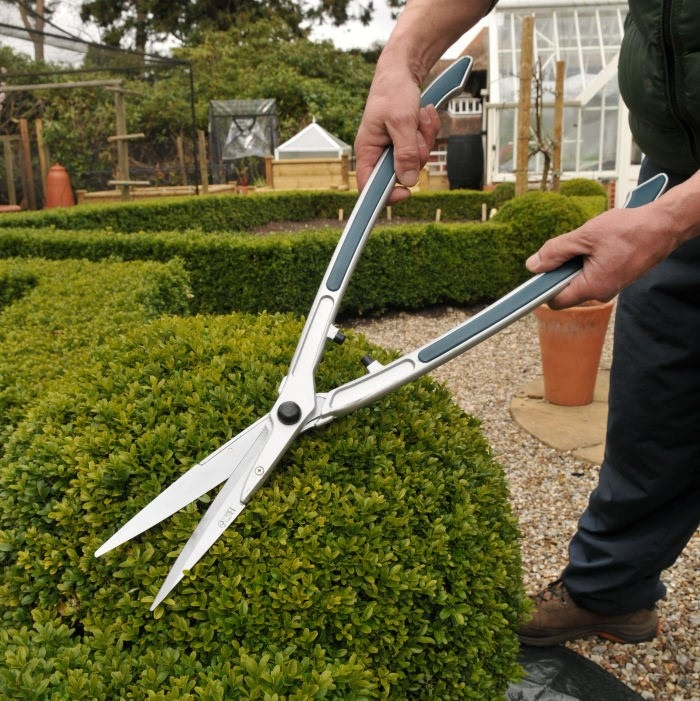 Topiary hedge shears topiary at harrod horticultural for Big scissors for gardening