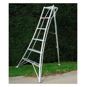 Available In Four Sizes, The Winning Combination Of A Wide Base, Deep Steps And A Fully Adjustable Telescopic Back Leg Allows You To Tackle Aerial Gar