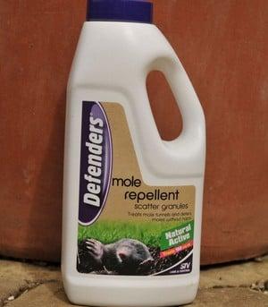 Defenders Mole Repellent Scatter Granules