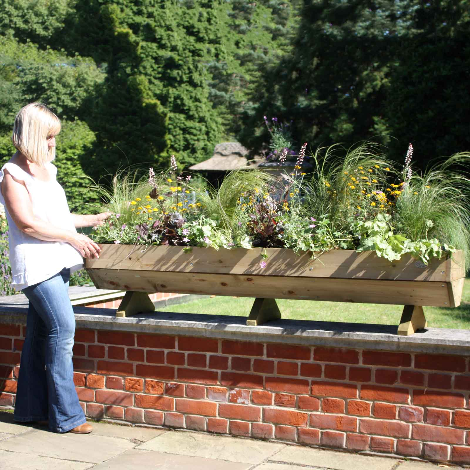 10 Ways To Style Your Very Own Vegetable Garden: Micro Manger Raised Bed Planter