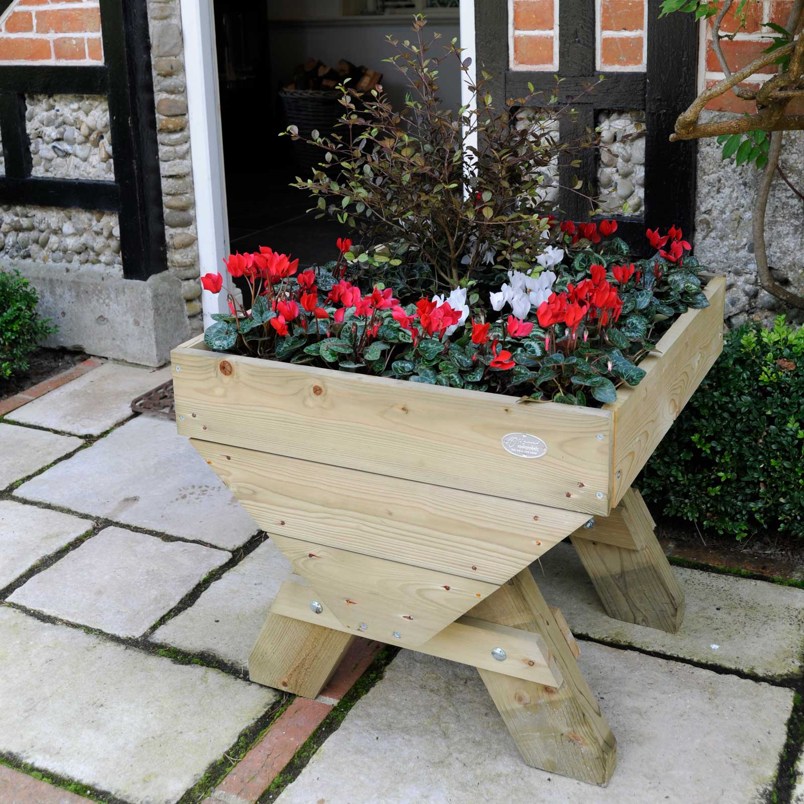 10 Ways To Style Your Very Own Vegetable Garden: Mini Manger Trough Planters
